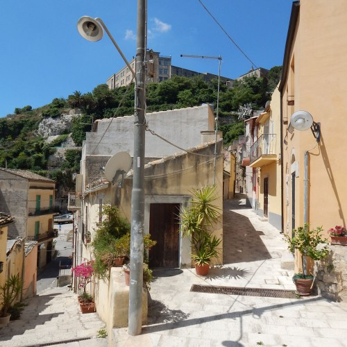 APARTMENTS IN STREET CHIASSO CALABRO - RAGUSA IBLA-
